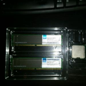 Intel E8400 core 2 duo μαζί με Mνήμες Ram DDR2 2gb