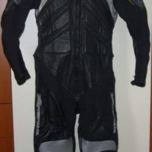 Ολόσωμη στολή μηχανής