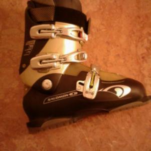 Full Ski equipment (μποτες salomon, πεδιλα σκι rossignol κ παντο