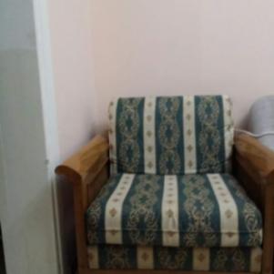 μονοθέσια πολυθρόνα