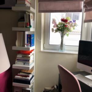 Λευκη επίτοιχη ραφιέρα-βιβλιοθήκη