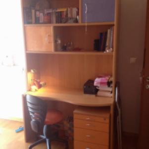Γραφειο και Βιβλιοθήκη με τροχηλατη συρταριερα και καρεκλα