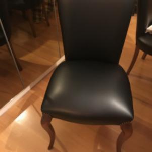Δερμάτινες καρέκλες τραπεζαρίας