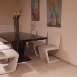 Τραπεζαρία με σετ καρέκλες για σαλόνι