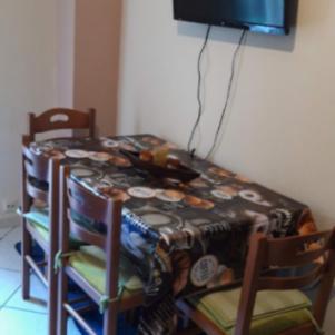 Τραπέζι Κουζίνας με 4 καρεκλες