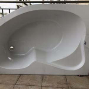 Γωνιακή Ακρυλική Μπανιέρα PYRAMIS 150x100