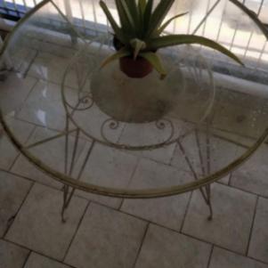 Γυάλινο στρογγυλό τραπέζι για κήπο η βεράντα