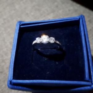 δαχτυλίδι swarovski φορεμένο μόνο μία φορά 75 ευρώ (συζητήσιμη)