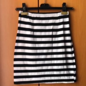 Αφόρετη ασπρόμαυρη μίνι φούστα