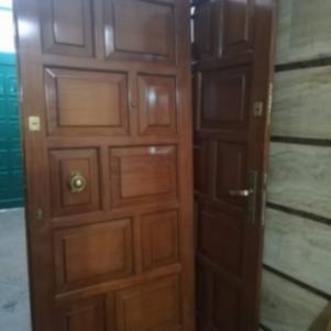 Πόρτα εισόδου με ταμπλάδες