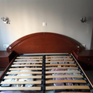 Κρεβάτι με αποθηκευτικό χώρο και 2 κομοδίνα