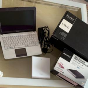 Πωλείται netbook sony vaio + εξωτερική μονάδα εισαγωγής CD/DVD
