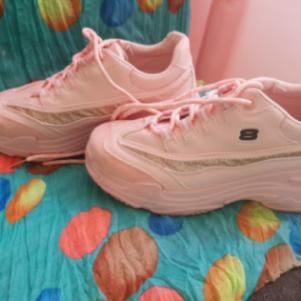 ροζ αθλητικά