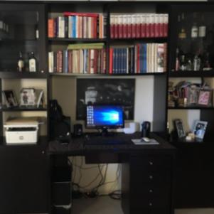 Πωλείται βιβλιοθήκη, γραφείο και πολυθρόνα γρ.