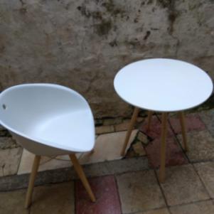 Καρέκλα και τραπεζάκι κουζίνας