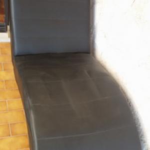 Ανάκλιντρο-σεζλονγκ με μαξιλάρι, μαύρο από συνθετικό δέρμα. σε π