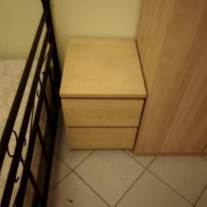 Κομοδίνο και διπλή ντουλάπα