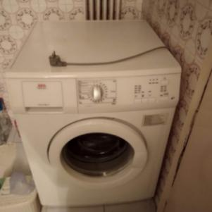 Πλυντήριο ρούχων kouzinaki και ψυγείο