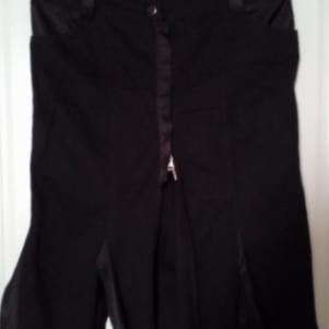 Μαύρη φούστα με σατέν λεπτομέρειες