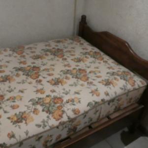 Ξύλινο κρεβάτι, με στρώμα
