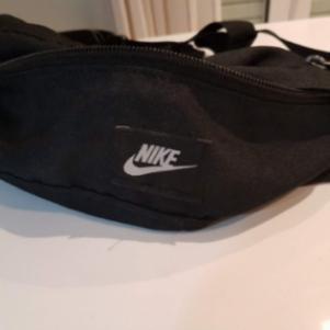 Ανδρικό τσαντάκι μέσης Nike