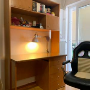 Κρεβάτι και γραφείο