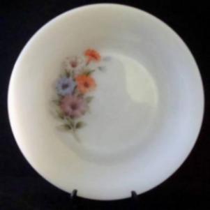 Παλαιό γυάλινο πιάτο σαλάτας.