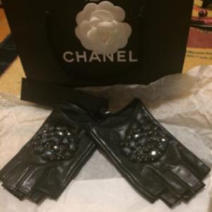 Δερμάτινα γάντια Chanel