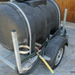 Ρυμούλκα -Τρέιλερ βυτίο χωρητικότητας 700 λίτρων για μεταφορά κα
