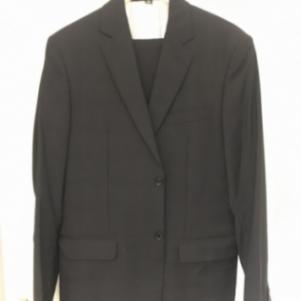 Κοστουμι μαυρο κλασικη γραμμη.